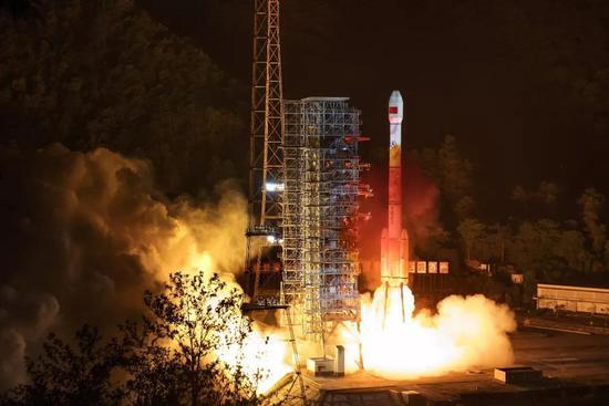 △2019年5月17日23时48分,西昌卫星发射中心用长征三号丙运载火箭,成功发射我国的第四十五颗北斗导航卫星。