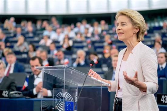 她是家庭主妇7个孩子的妈 变身欧盟首个女掌门