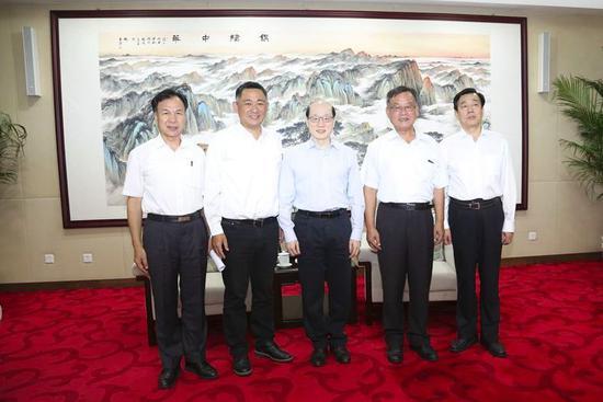 8月12日,中共中央台办、国务院台办主任刘结一在北京会见了金门县长杨镇浯、澎湖县长赖峰伟、连江(马祖)县长刘增应率领的参访团。