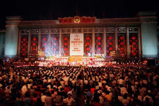 1997年7月1日,首都各界慶祝香港回歸祖國聯歡晚會在天安門廣場隆重舉行。葉用才攝