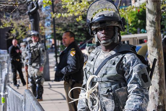 2015年4月28日,國民警衛隊進駐巴爾的摩市區。
