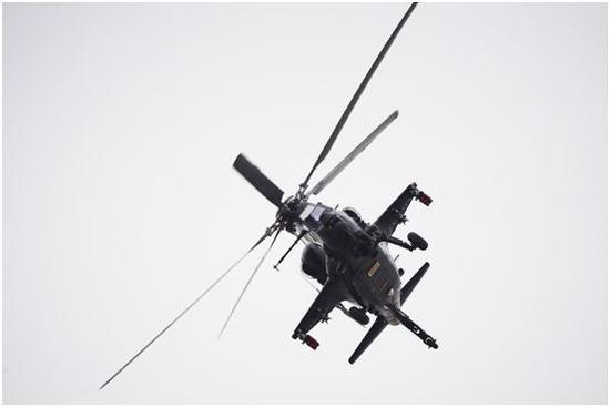 直-10武装直升机蛇形机动飞行
