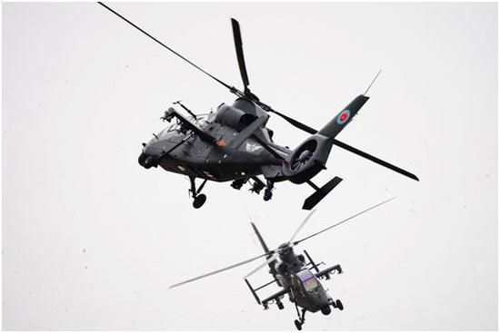 直-19武装直升机表演交叉钟摆