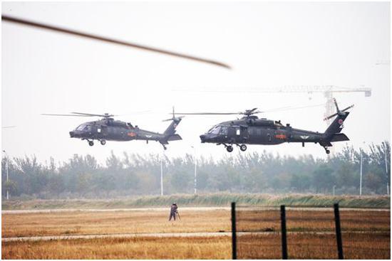 直-20直升机双机编队