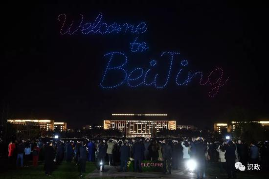 无人机光影秀点亮北京城市副中心夜空