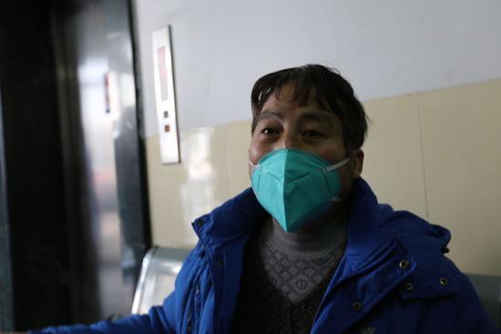 在武汉大学中南医院治疗21天后,吴师长康复出院。摄影/本刊记者 温如军