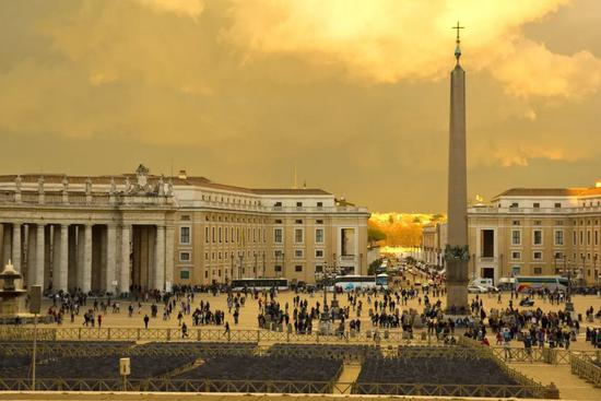 The former lively St. Peter's Square The