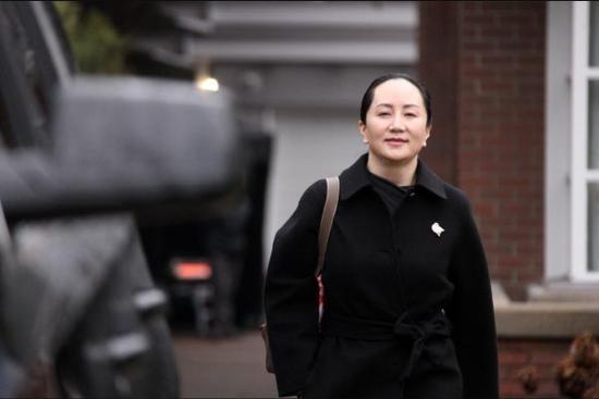 1月22日,孟晚舟离开位于加拿大温哥华的寓所,赴不列颠哥伦比亚省高等法院。(图片来自中新社)