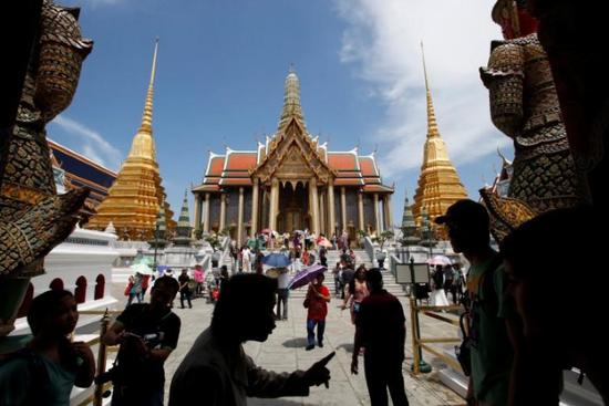 疫情前的泰国曼谷大皇宫。(图源:路透社)