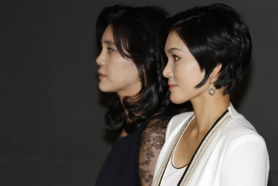 李健熙长女李富真(左)、次女李叙显(右)。