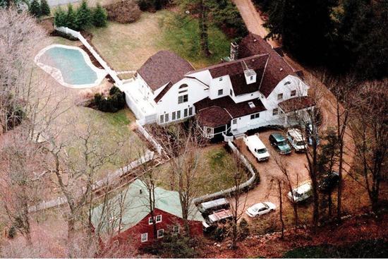 (图说:克林顿夫妇在纽约州威斯特彻斯特郡的住处。图源:GETTY)
