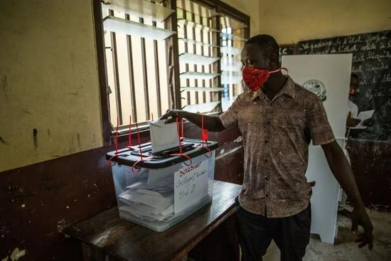 几内亚选举投票