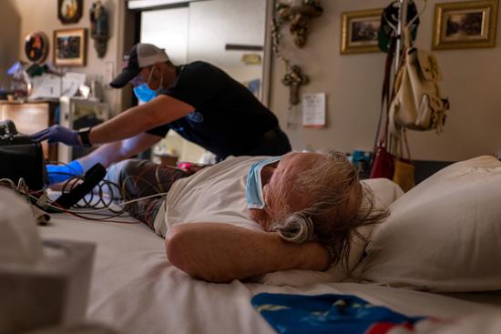 美国医生曝华盛顿医院真实现状:新冠患者超极限 停车场搭帐篷