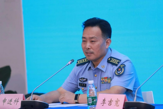 中国空军新闻发言人申进科