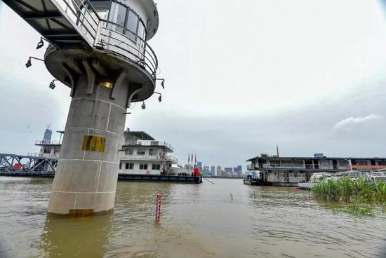 △12日,长江武汉关水位突破25米设防水位。