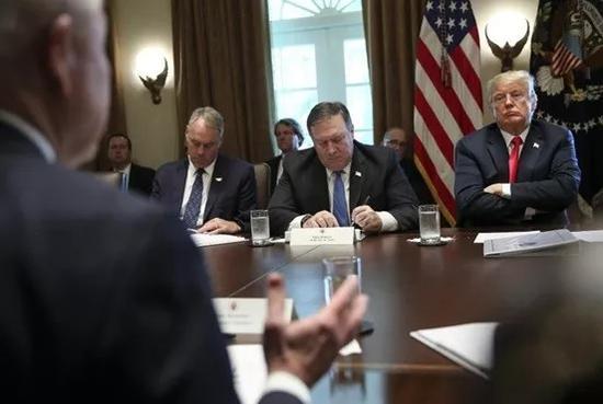 ▲16日,特朗普在白宮主持召開內閣會議,重點討論對中國貿易制裁問題。