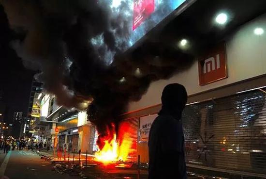 暴力活动令香港经济遭受重创
