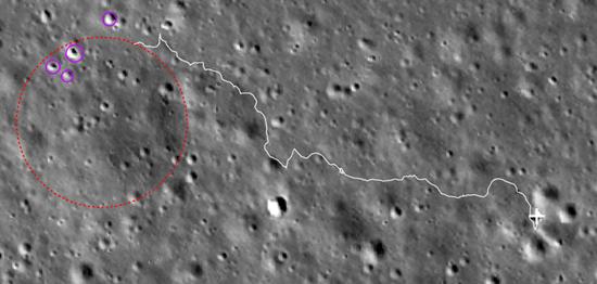 距离最近反射率较高的撞击坑(紫色圆圈区域),虚线红色圈为退化撞击坑
