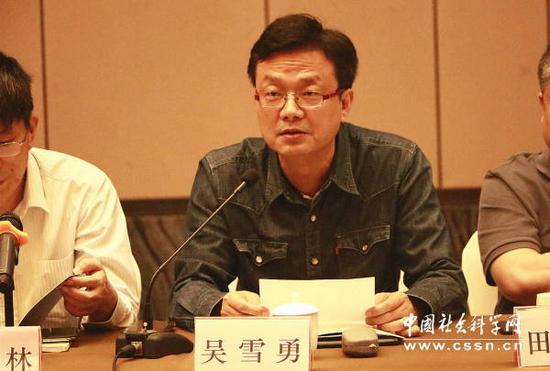 浙江出版联合集团副总裁吴雪勇作专题发言 上海大学/摄