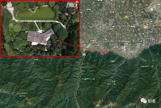 """▲ """"陈路别墅"""",背靠朱雀森林公园、太平国家森林公园,紧邻金丝猴自然保护区。别墅圈占基本农田14.11亩、其中建筑物占地5.4亩,鱼塘两处逾千平方米、狗舍面积达78平方米、文物211件……(地图来源:谷歌地球)"""