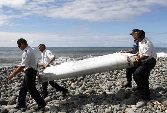 马航MH370遇难者家属称找到5片客机残骸。(图源:《每日邮报》)