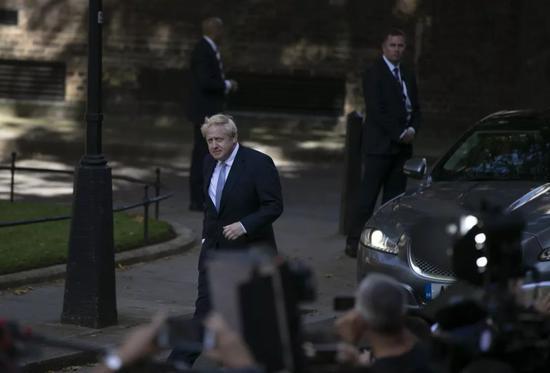 ▲7月24日,在英國倫敦,新就任的英國首相鮑里斯·約翰遜抵達唐寧街10號首相府。