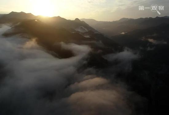 这是2019年8月在陕西省宁陕县境内拍摄的秦岭。