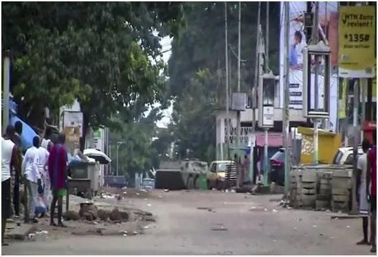 几内亚首都靠近总统府附近,就这般模样