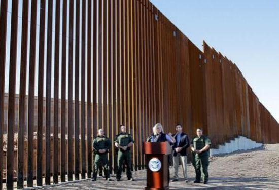 2018年10月亮相的边境墙(图源:美联社)