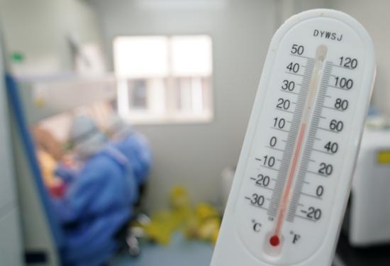实验室是负压实验室,保持温度16摄氏度。