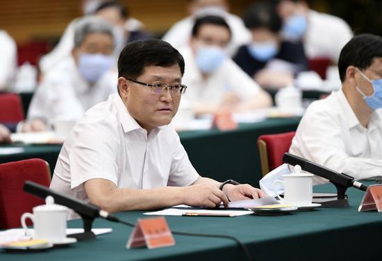 李松在座谈会上发言。新华社记者 殷博古 摄