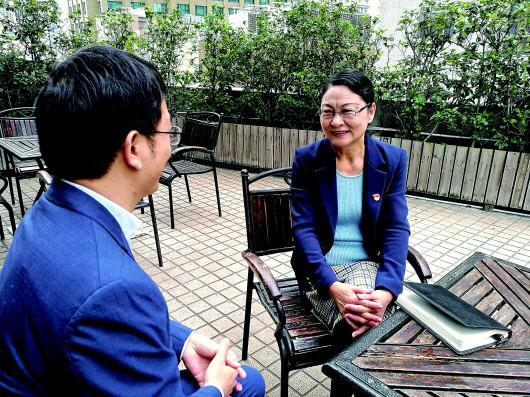 """在上海""""竖起来的社区"""" 有位党建""""带楼人"""""""