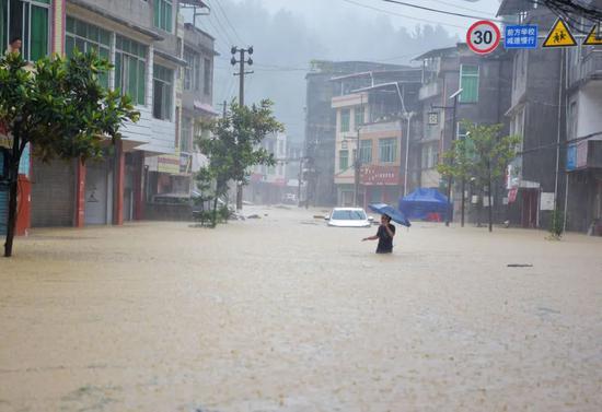 6月13日,强降雨导致重庆市酉阳土家族苗族自治县各乡镇河流显现超警戒水位洪水。