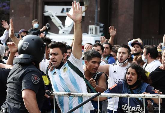 球迷涌向阿根廷首都 (图源:法新社)