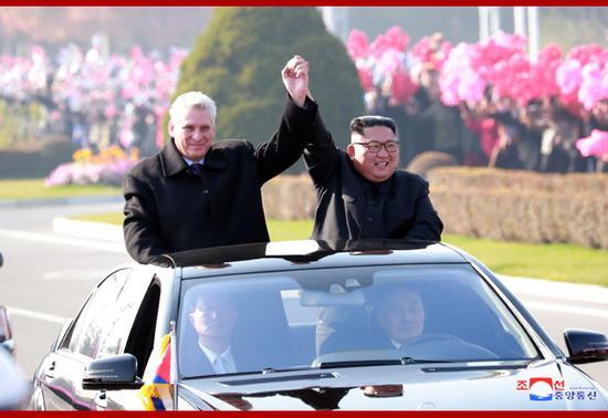 金正恩外交活动:与古巴领导人同车巡视平壤(朝中社)