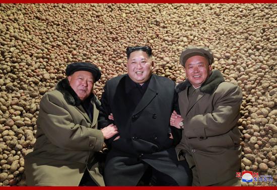 金正恩经济活动:视察土豆粉制造厂(朝中社)