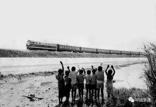 非洲人民喜迎坦赞铁路通车