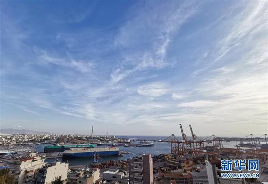 这是11月7日拍摄的希腊比雷埃夫斯港。 新华社记者赖向东摄
