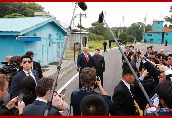 6月30日下午,金正恩同特朗普在板门店举行会晤。