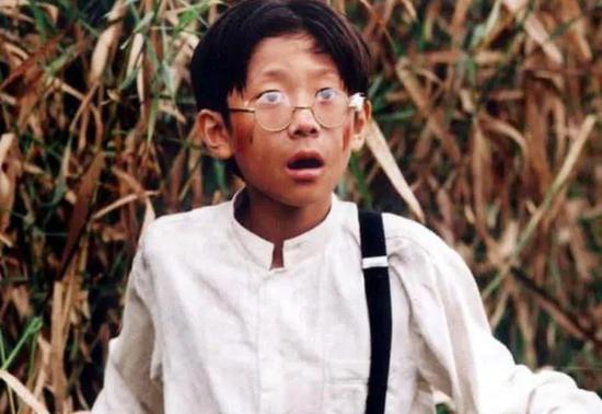 ·2004年,张一山在《小兵张嘎》中饰演佟乐乐。