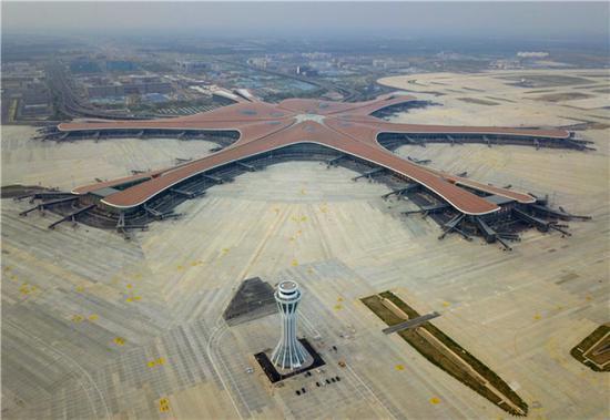 这是6月25日无人机拍摄的北京大兴国际机场。新华社记者 张晨霖 摄