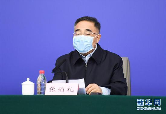 张伯礼在湖北武汉举行的发布会上回答记者提问(3月23日摄)。 新华社记者 陈晔华 摄