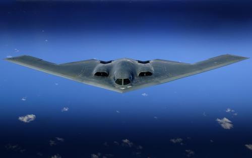 美军装备的B2隐性轰炸机造价昂贵(资料图)