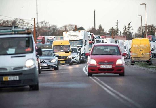 1月2日,丹麦大贝尔特桥因为火车事故被关闭。