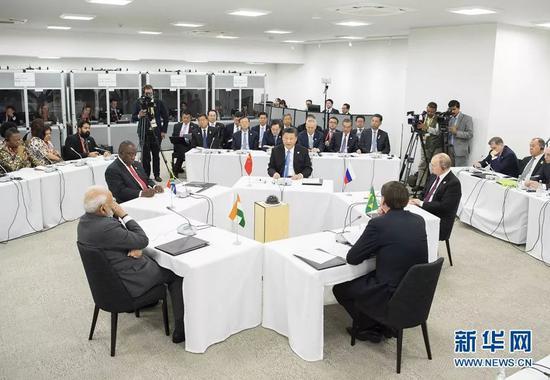 (图:6月28日,金砖国家领导人会晤在大阪举行。国家主席习近平、巴西总统博索纳罗、俄罗斯总统普京、印度总理莫迪、南非总统拉马福萨出席。)