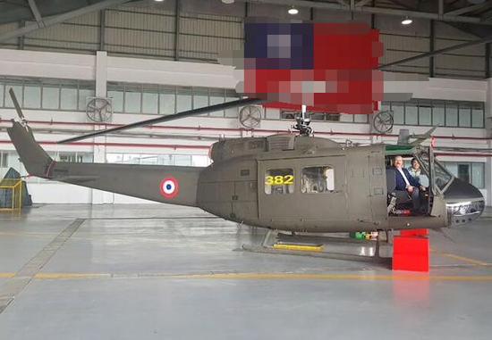 (直升机在台南市接管相干搜检。图源:巴拉圭《黑色ABC》)