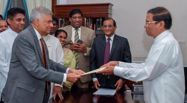 """斯里兰卡剧变:总统与总理的""""内战""""是如何发生的"""