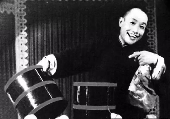 Chang Lian played in House Qiming Tea House.