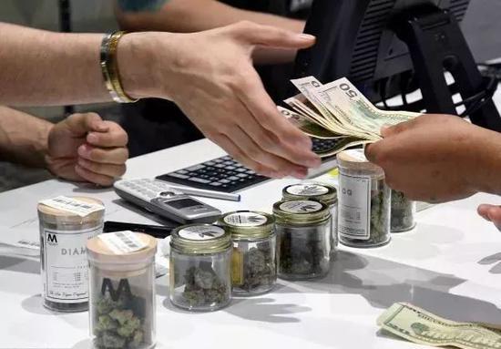 """▲美國內華達州""""休閑用""""大麻合法,藥房開始售賣。"""