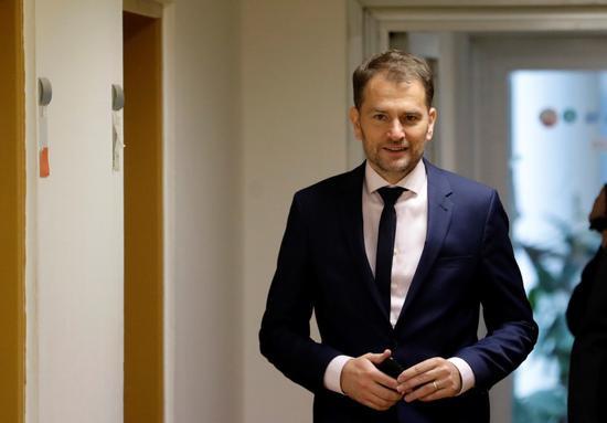 【蜗牛棋牌】斯洛伐克新政府宣誓就职 所有内阁成员均佩戴口罩
